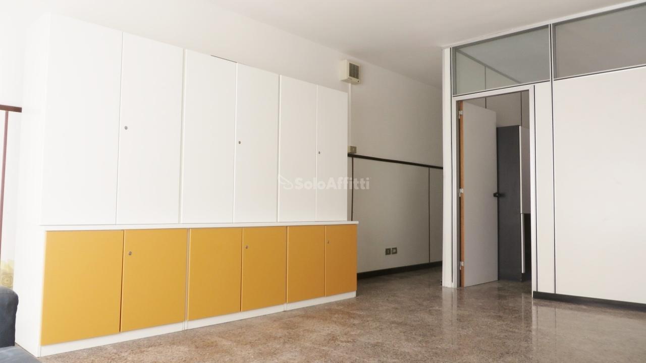 Ufficio / Studio in affitto a Parabiago, 2 locali, prezzo € 650 | PortaleAgenzieImmobiliari.it