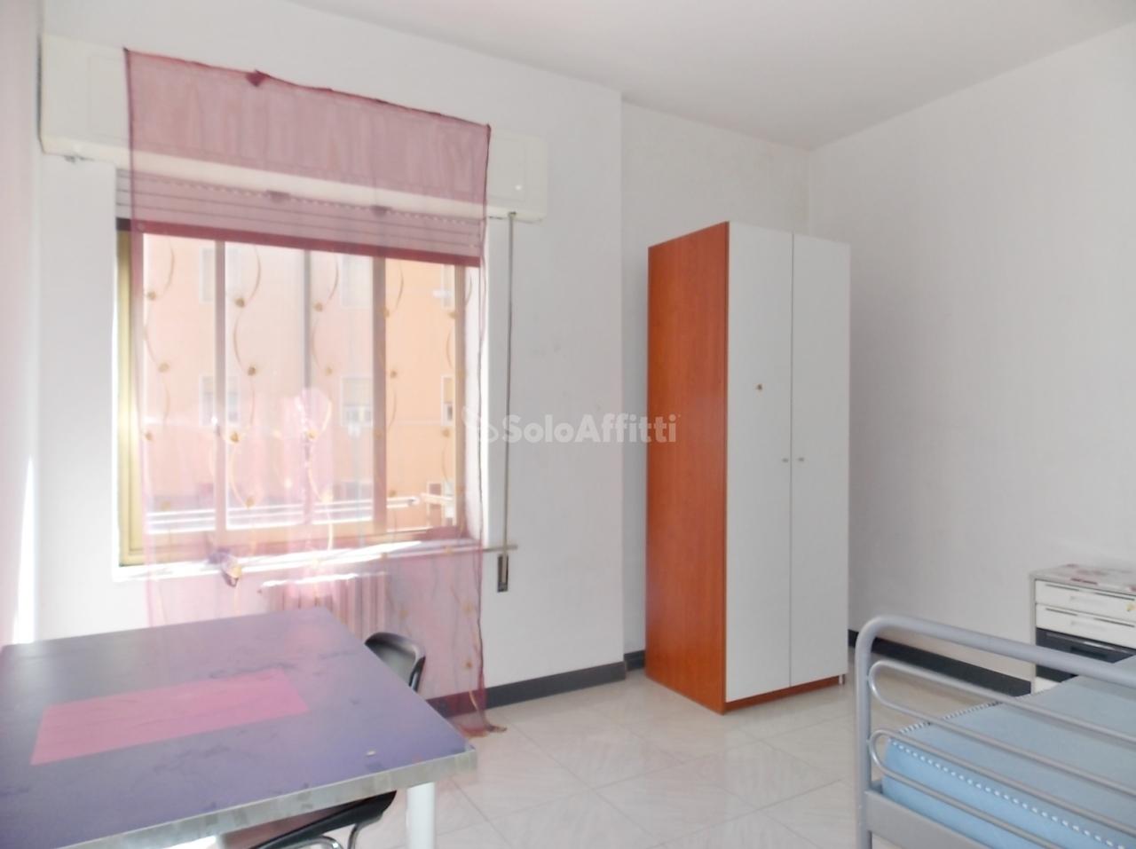 Stanza / posto letto in buone condizioni arredato in affitto Rif. 4133883