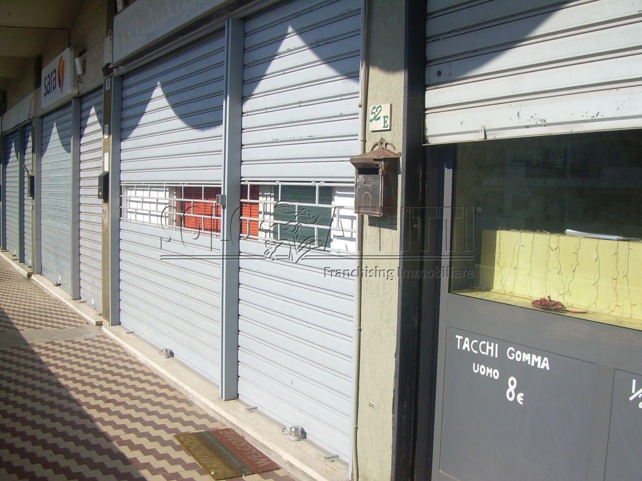 Fondo/negozio - 1 vetrina/luce a Cerveteri Rif. 10756333