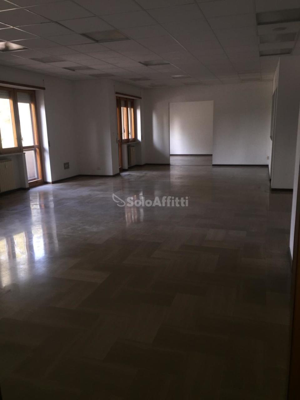 Ufficio - oltre 4 locali a Stazione Centrale, Pescara Rif. 9629746