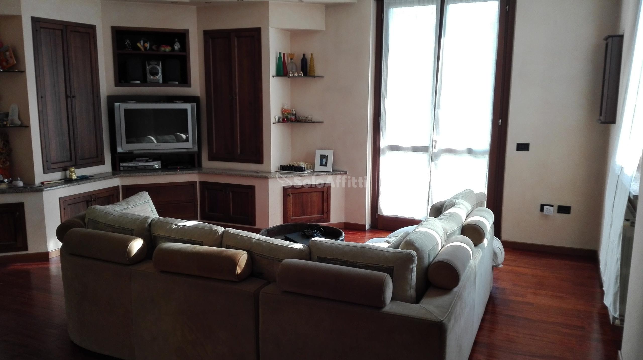 Villa A schiera Arredato 5 vani