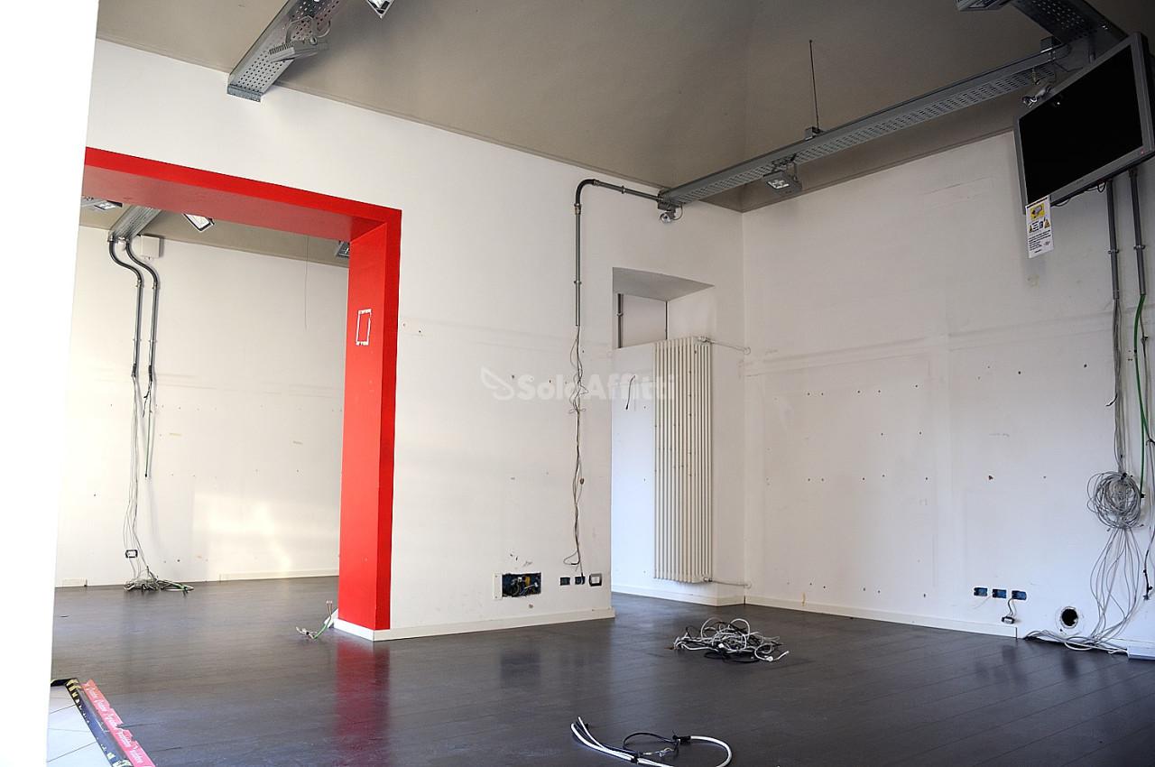 Fondo/negozio - 3 vetrine/luci a Centrale, Settimo Torinese Rif. 9324434