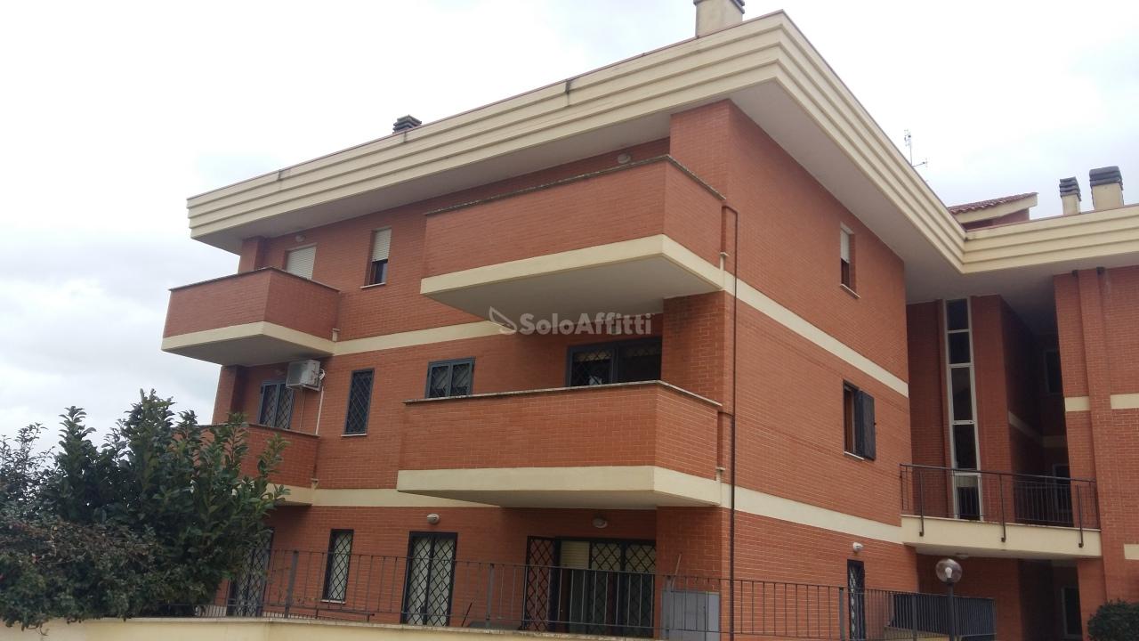 Quadrilocale in buone condizioni arredato in affitto Rif. 9446024