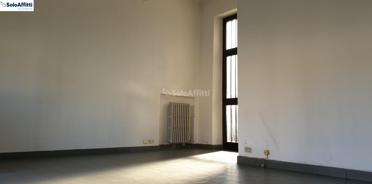 Fondo/negozio - 1 vetrina/luce a Solaro Rif. 9566024