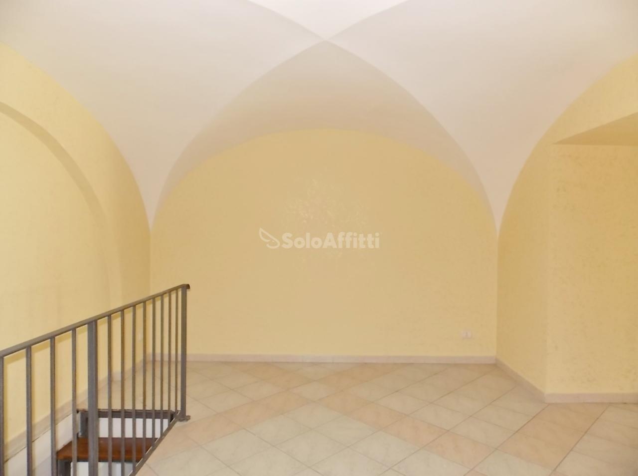 Fondo/negozio - 1 vetrina/luce a Centro storico, Catanzaro Rif. 12389146