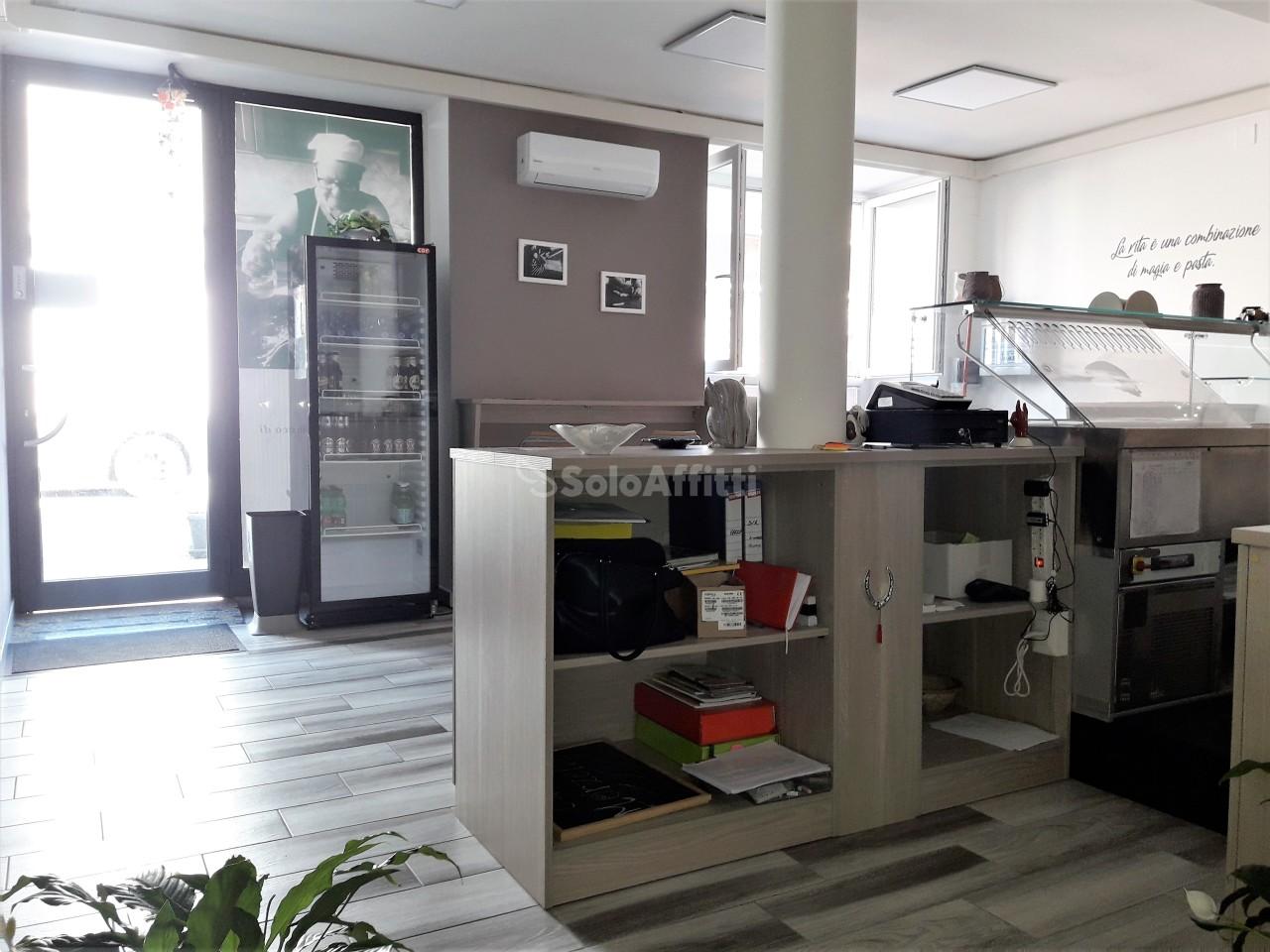 Fondo/negozio - 3 vetrine/luci a Lido Corso, Catanzaro Rif. 11077243