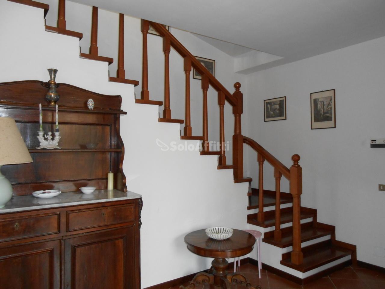 Casa indipendente Bifamiliare Arredato 6 vani