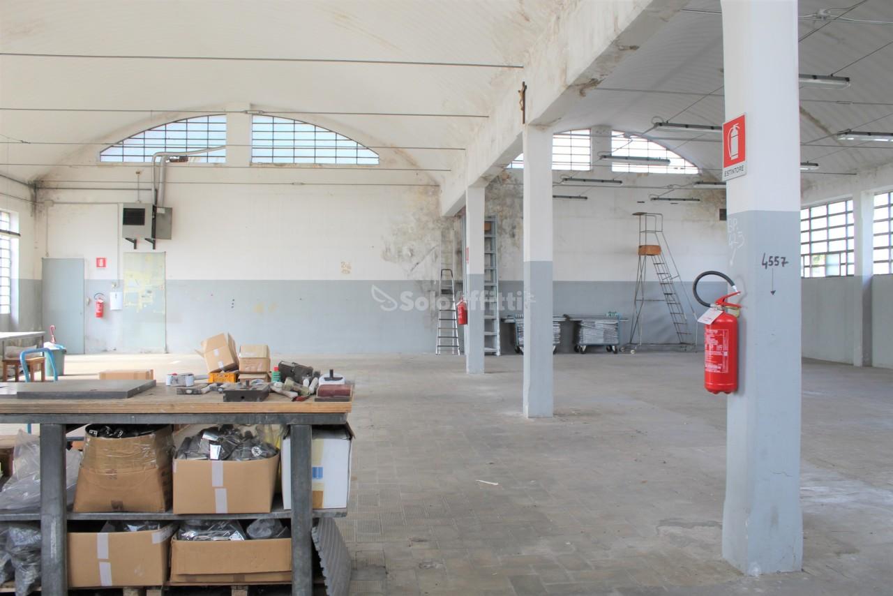 Capannone in affitto a Parabiago, 4 locali, prezzo € 1.600 | PortaleAgenzieImmobiliari.it