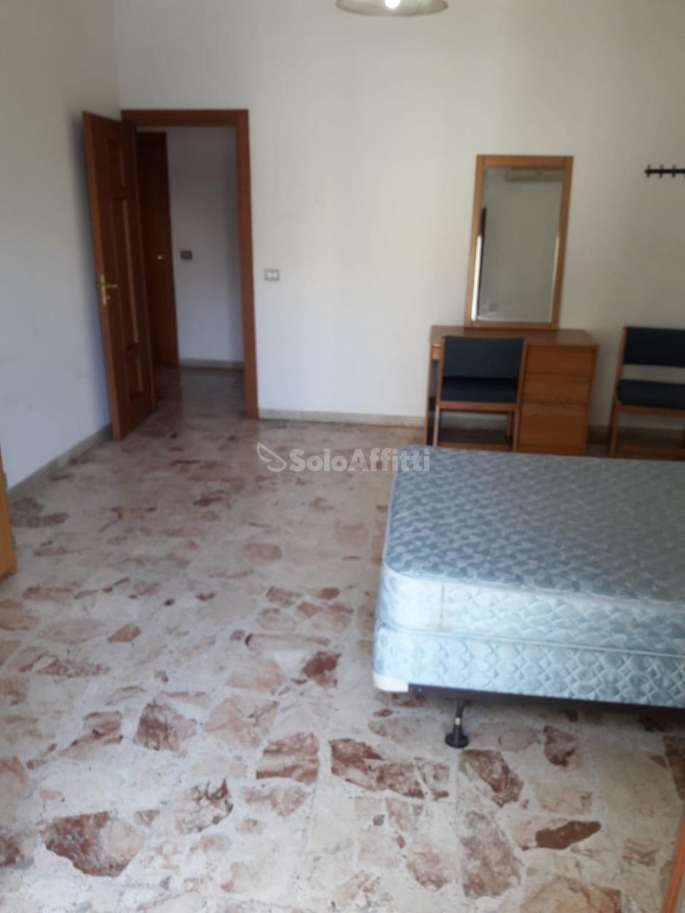 Stanza / posto letto in buone condizioni arredato in affitto Rif. 9720558