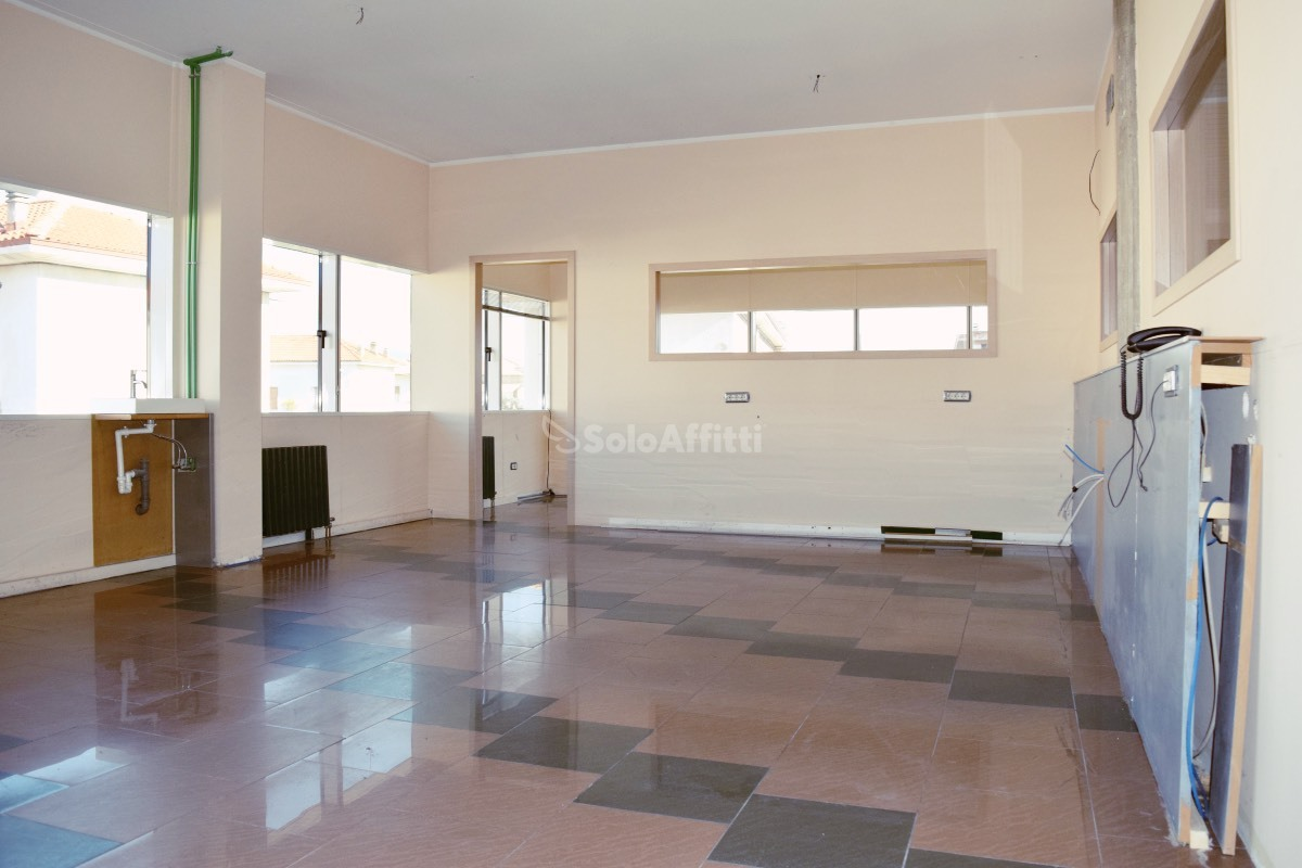 Ufficio / Studio in affitto a Cabiate, 1 locali, prezzo € 800   PortaleAgenzieImmobiliari.it