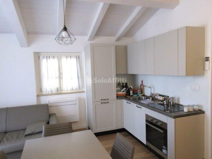 Bilocale in ottime condizioni arredato in affitto Rif. 9661975