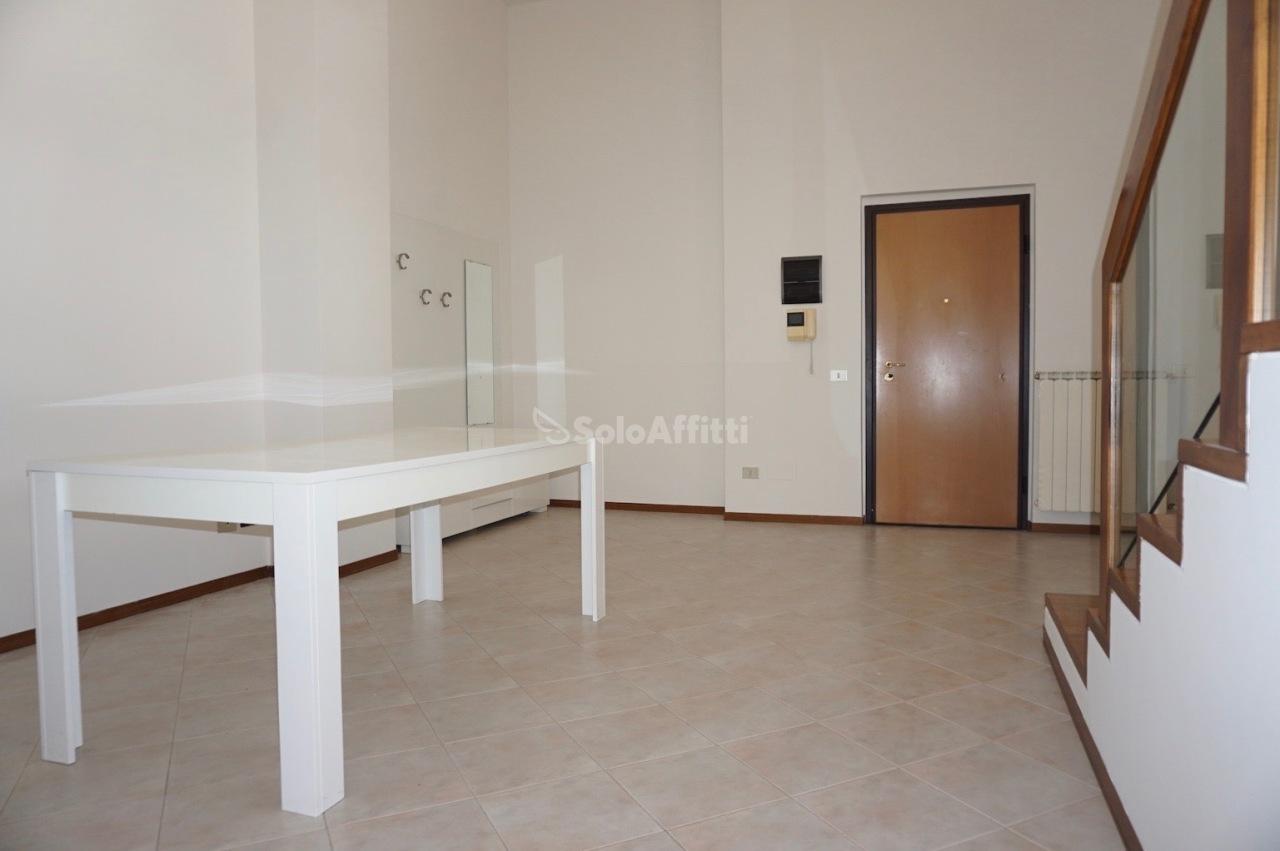 Appartamento in buone condizioni in affitto Rif. 9950318