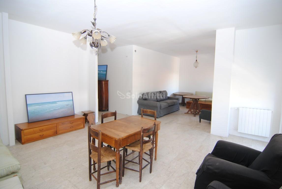 Appartamento in buone condizioni in affitto Rif. 10701822