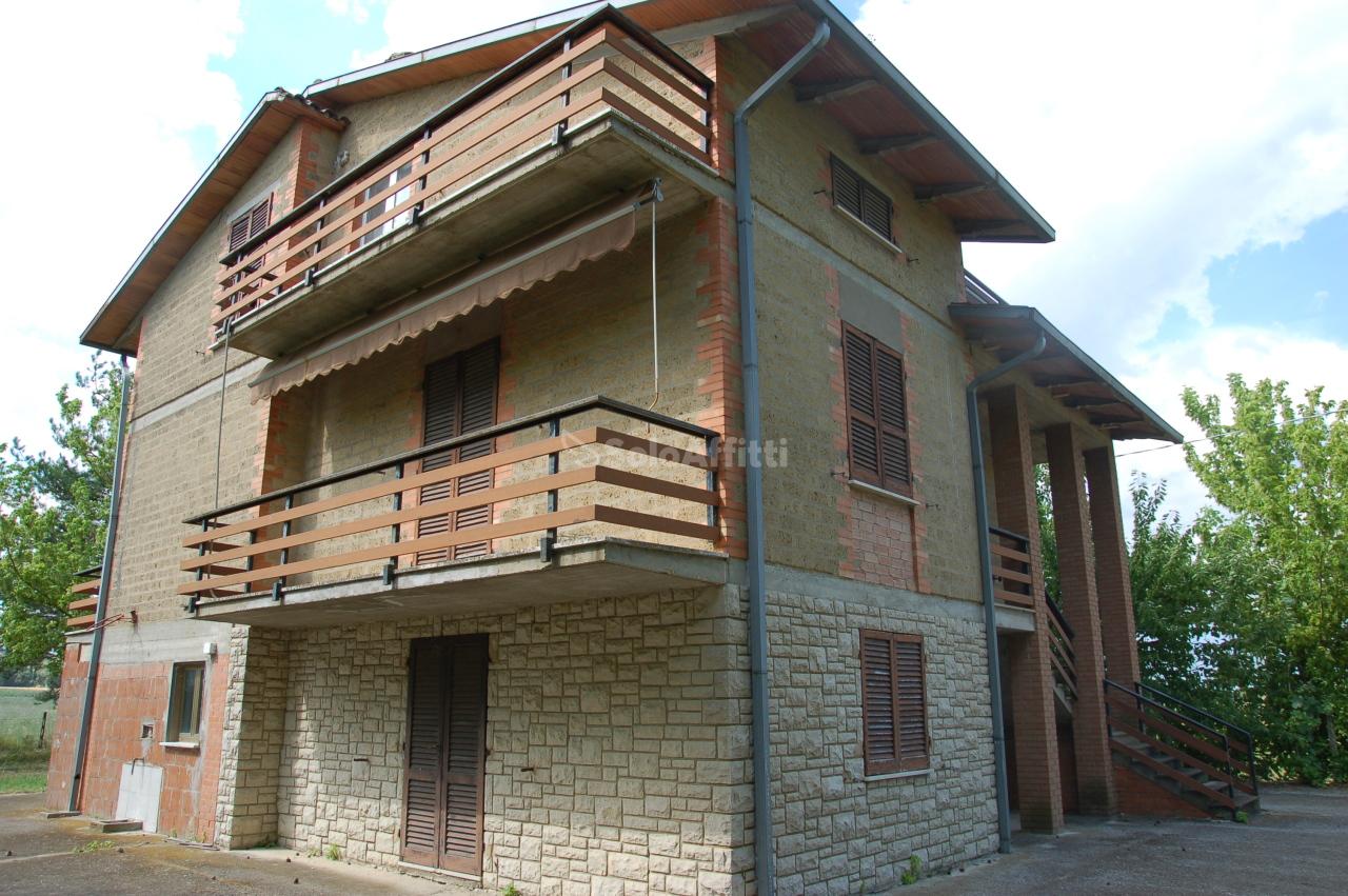 Soluzione Indipendente in affitto a Marsciano, 6 locali, prezzo € 650   CambioCasa.it
