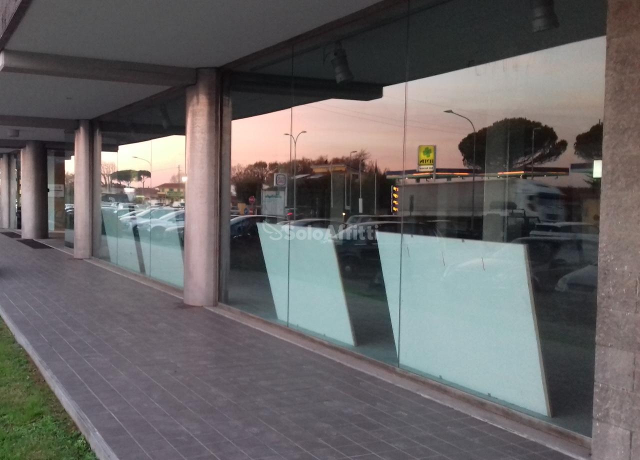 Fondo/negozio - 2 vetrine/luci a Lammari, Capannori Rif. 4135706