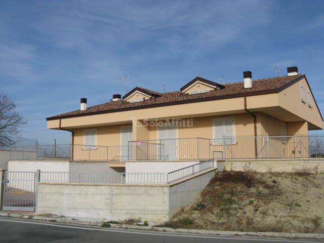 Casa indipendente Quadrifamiliare 5 vani