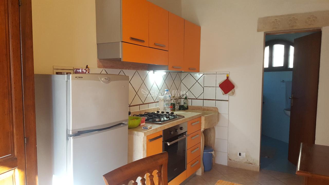Bilocale in buone condizioni arredato in affitto Rif. 7012043