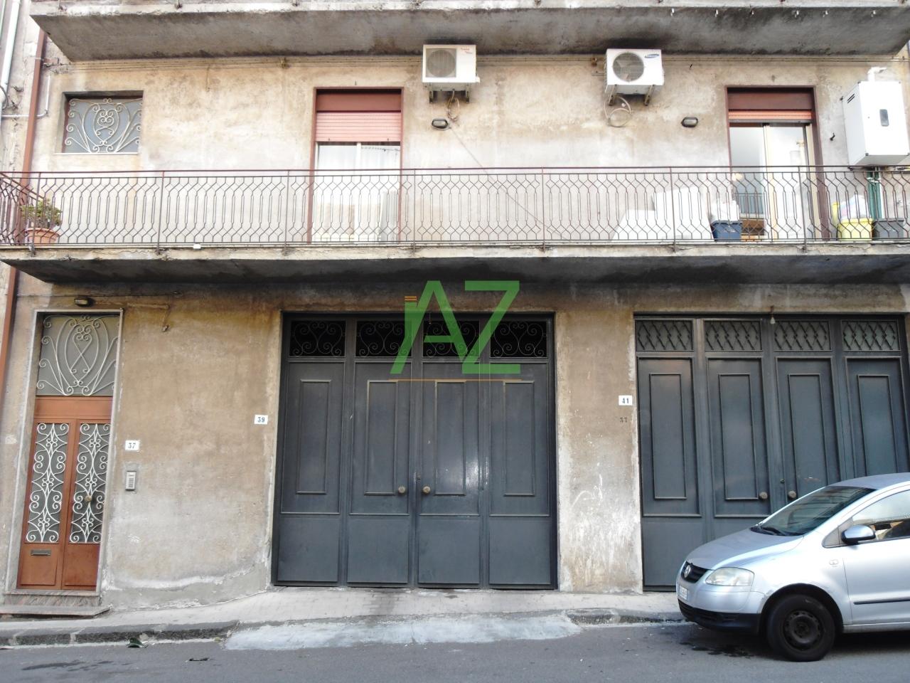 Appartamento in discrete condizioni in vendita Rif. 9581005