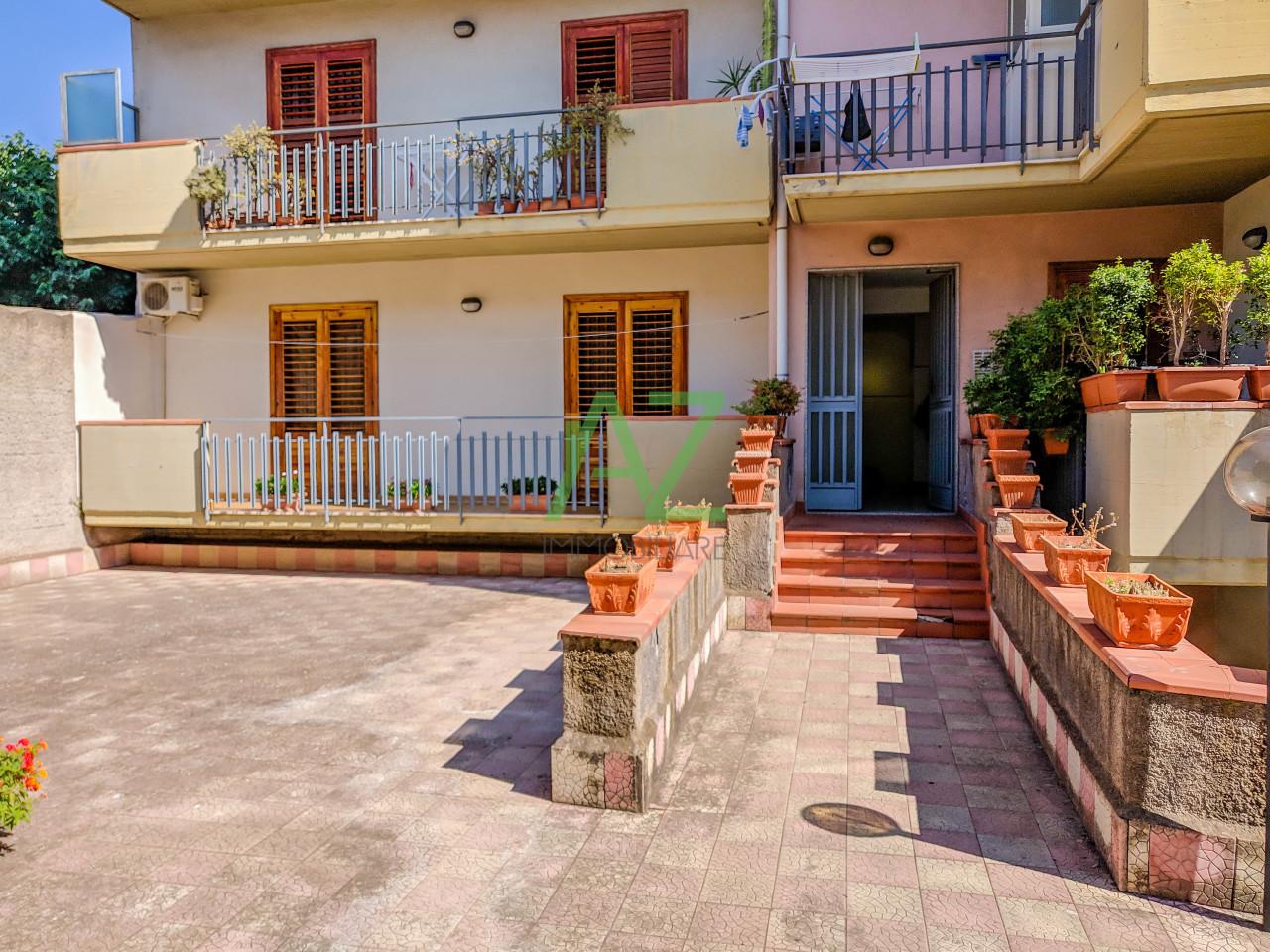 Appartamento in buone condizioni in vendita Rif. 10436697