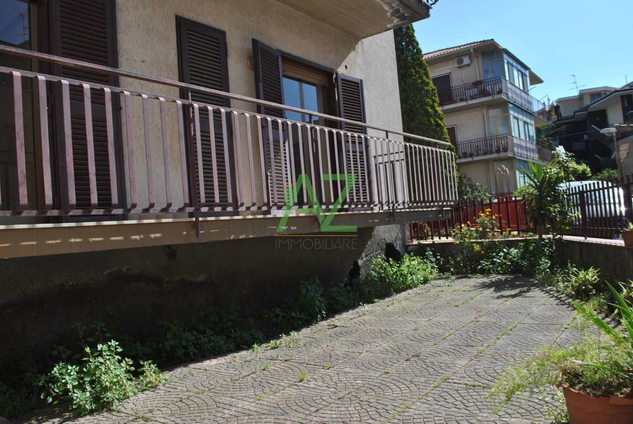Appartamento in buone condizioni in vendita Rif. 11077330