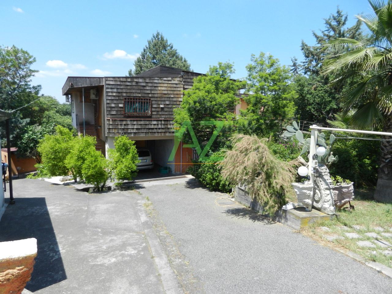 Appartamento da ristrutturare in vendita Rif. 9343360