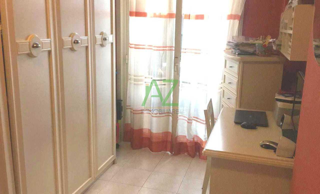Appartamento in buone condizioni in vendita Rif. 8323110
