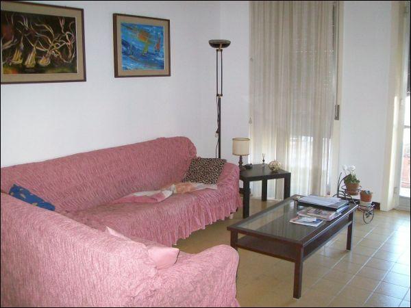 Appartamento in buone condizioni arredato in affitto Rif. 9656362