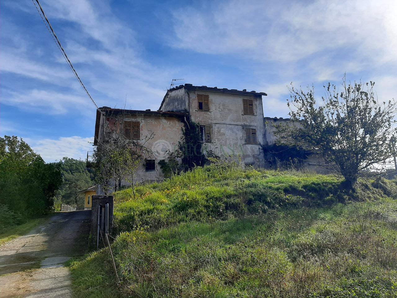 Rustico / Casale in vendita a Riccò del Golfo di Spezia, 8 locali, prezzo € 135.000   PortaleAgenzieImmobiliari.it