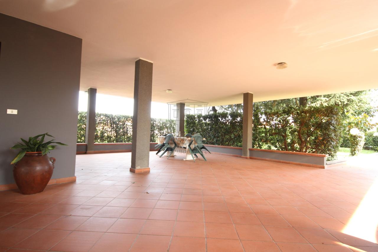 Villa divisa in due unità Capannori Lunata IA01745 img 4