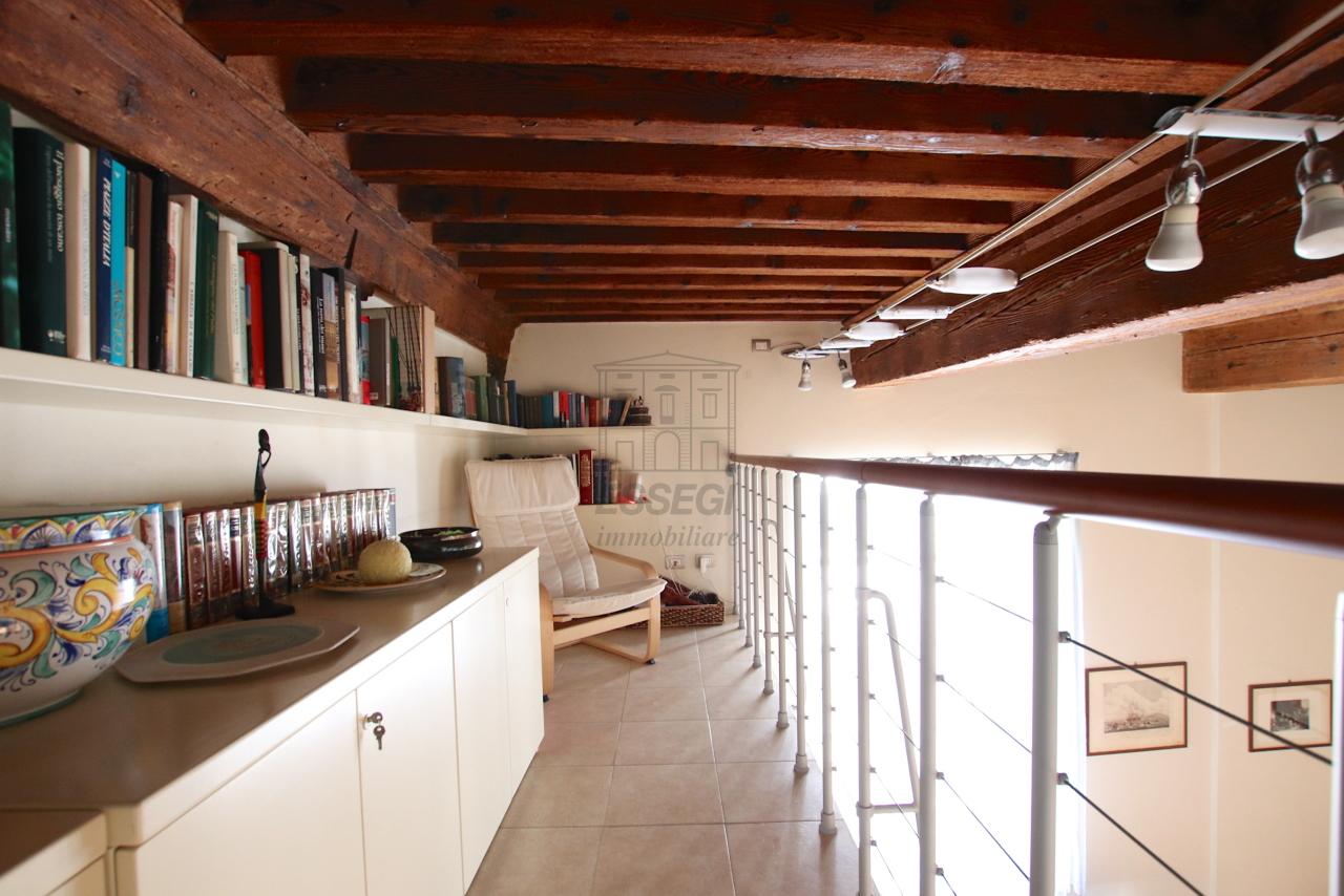Appartamento Lucca Centro storico IA03540 img 10