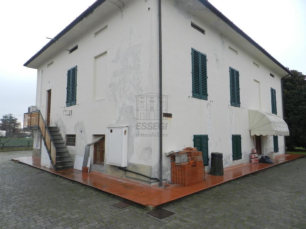 Villa divisa in due unità Lucca S. Cassiano a Vico IA03233 img 6