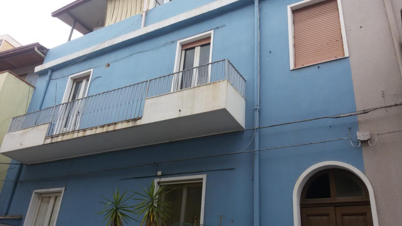 Appartamento in vendita a Reggio Calabria, 4 locali, prezzo € 60.000 | CambioCasa.it