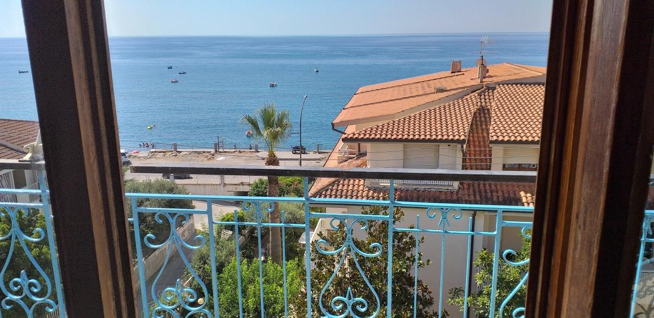 Appartamento in vendita a Bova Marina, 3 locali, prezzo € 65.000 | CambioCasa.it
