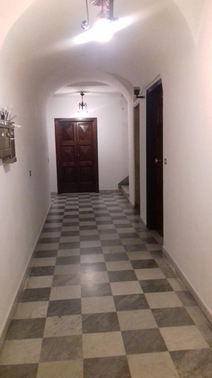 Appartamento in buone condizioni in affitto Rif. 9612288