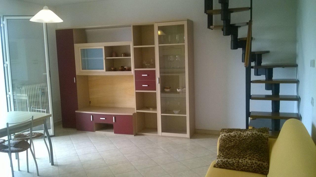 Appartamento in buone condizioni arredato in affitto Rif. 9191236