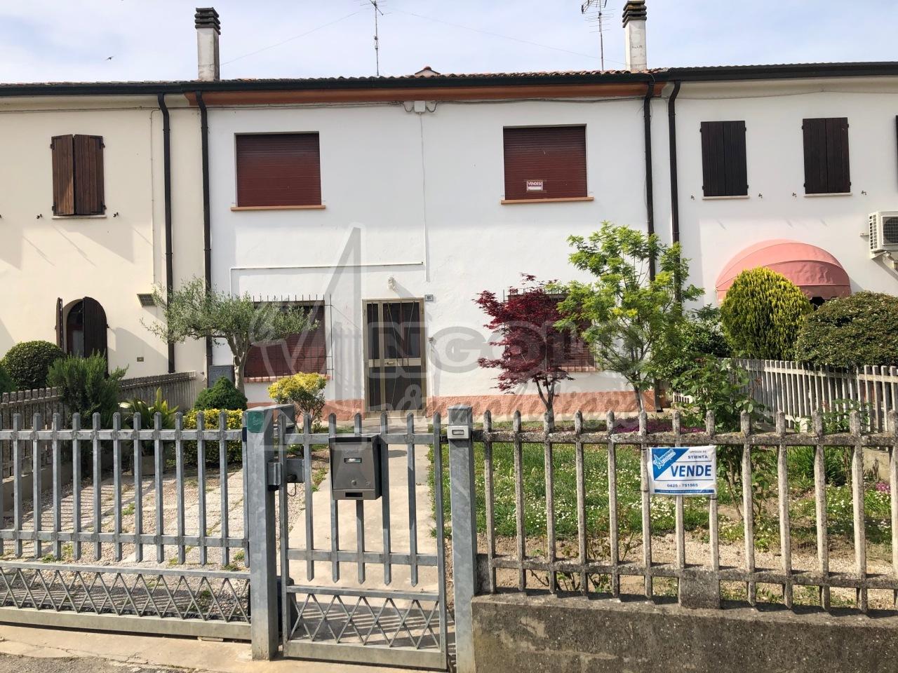 Villa a Schiera in vendita a Stienta, 6 locali, prezzo € 83.000   CambioCasa.it