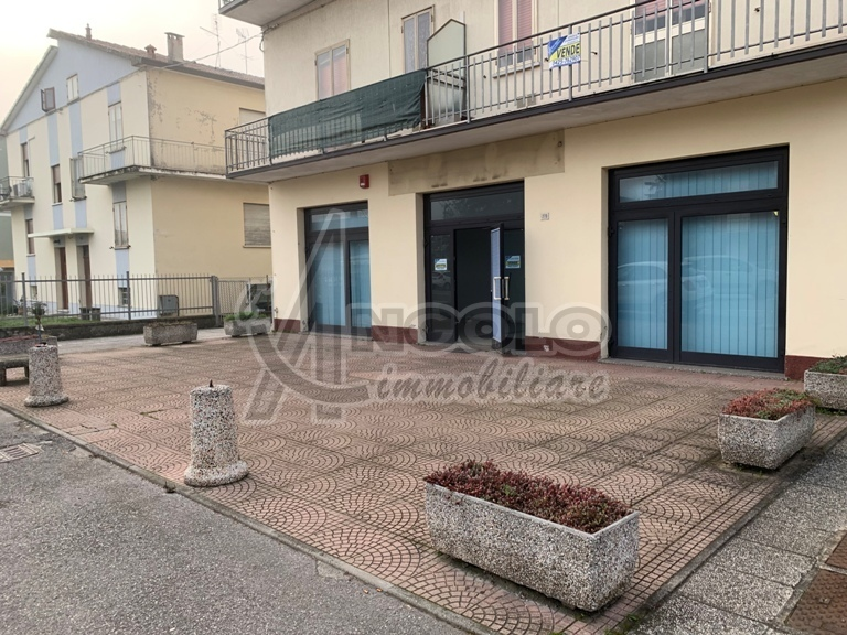 Negozio / Locale in vendita a Occhiobello, 5 locali, prezzo € 135.000 | CambioCasa.it