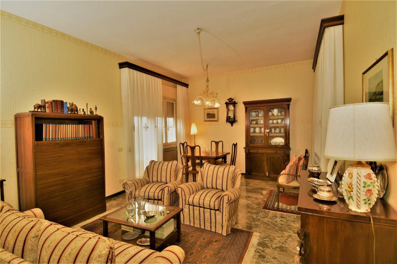 Villa in buone condizioni in vendita Rif. 9910662