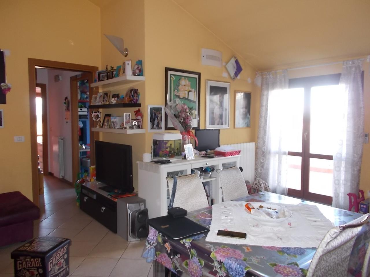 Appartamento in buone condizioni in vendita Rif. 5640904