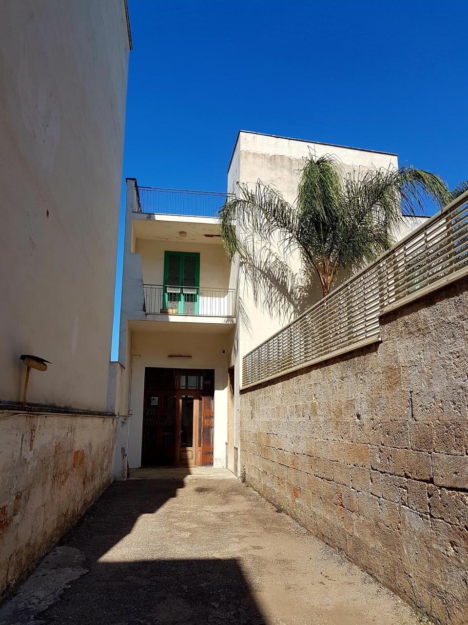 Appartamento in discrete condizioni in vendita Rif. 7198907