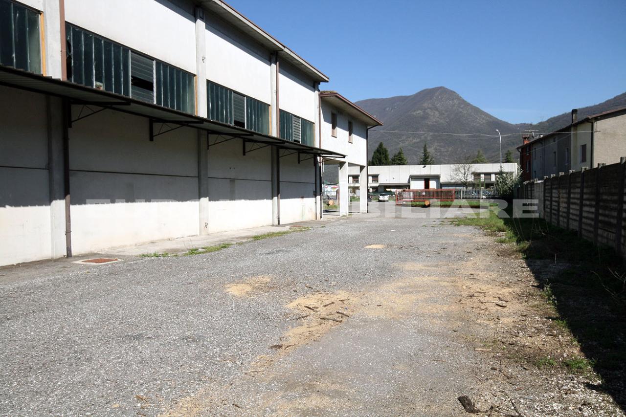 Capannone in affitto a Nave, 5 locali, prezzo € 2.800 | CambioCasa.it