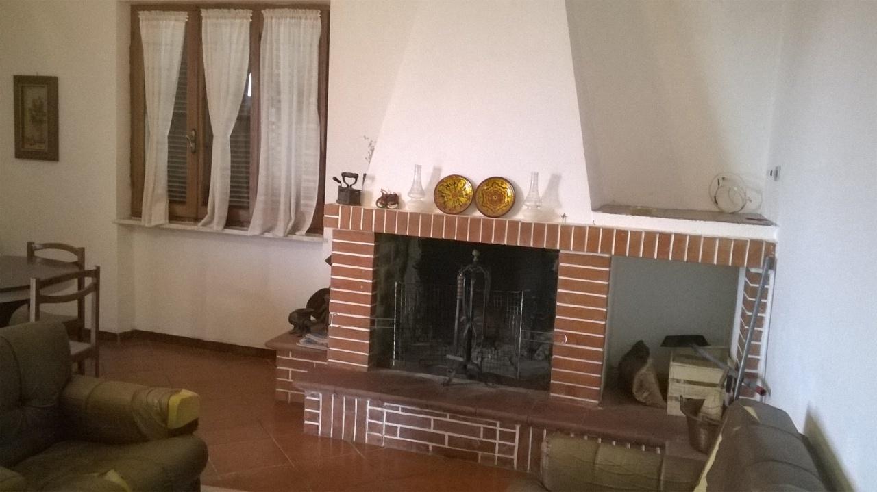 Villetta a schiera da ristrutturare arredato in vendita Rif. 4151733