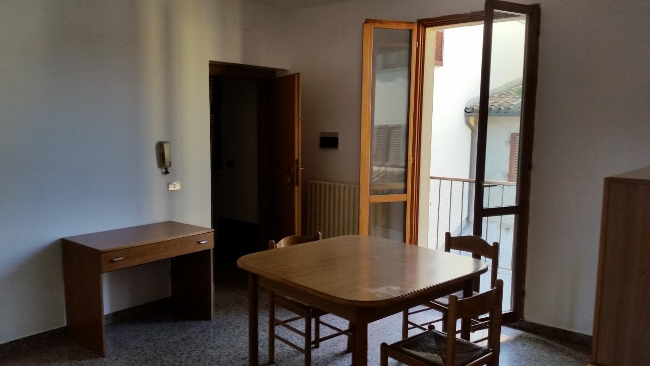 Appartamento in buone condizioni arredato in affitto Rif. 9871426