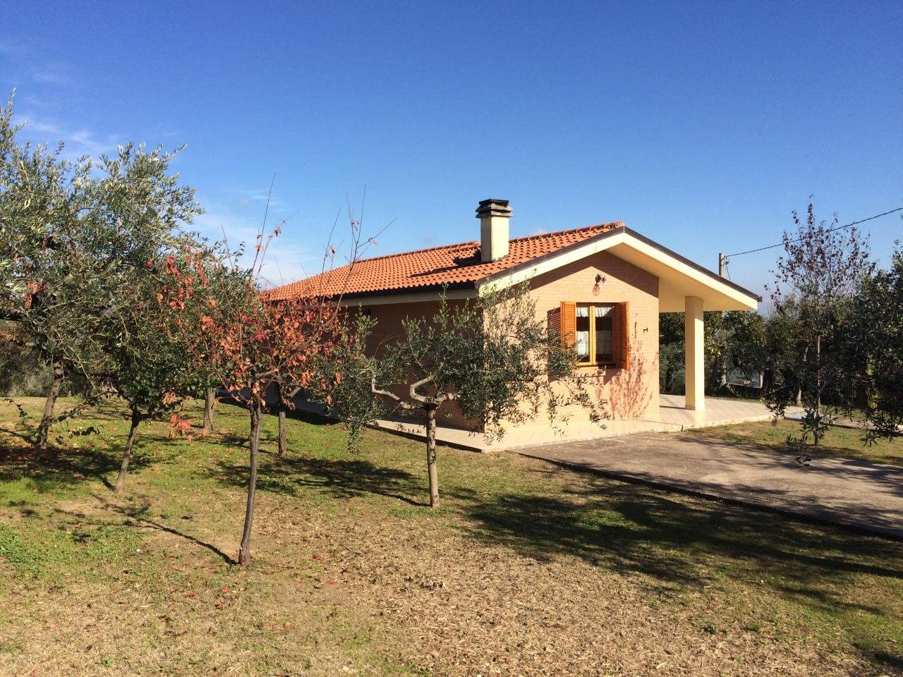 Casa indipendente - Casa singola con terreno a Loreto Aprutino