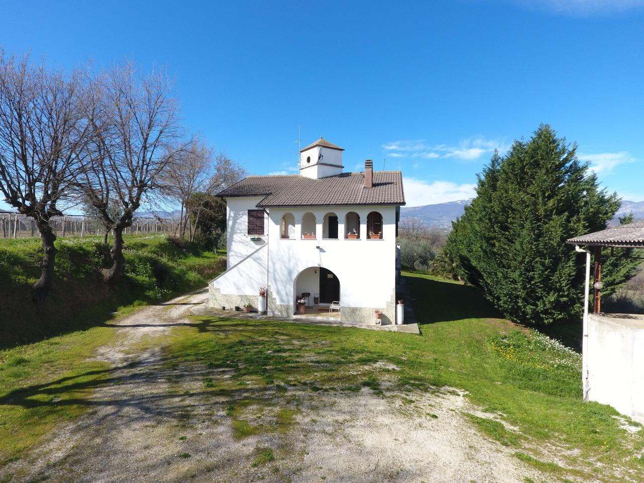 Casa di campagna - con terreno a Alanno