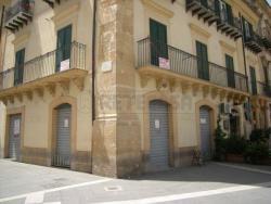 Immobile commerciale in Affitto a Caltanissetta, zona CENTRO STORICO PREGIATO, 1'700€, 150 m²