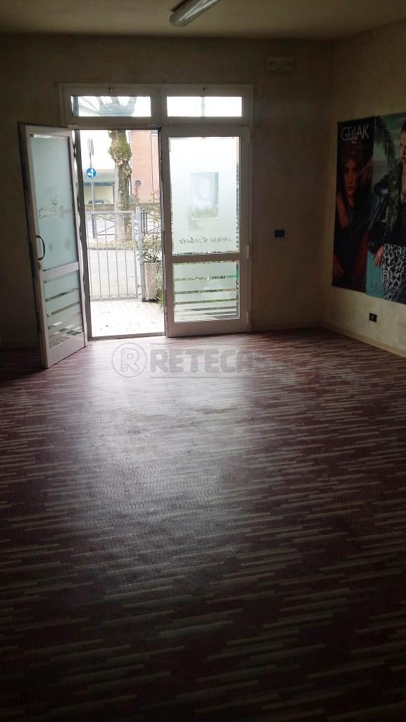 Negozio / Locale in affitto a Bondeno, 2 locali, prezzo € 500 | CambioCasa.it