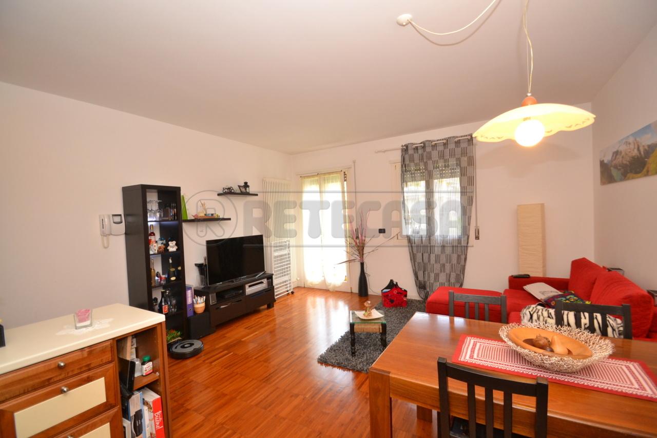 Appartamento in ottime condizioni arredato in affitto Rif. 8884008