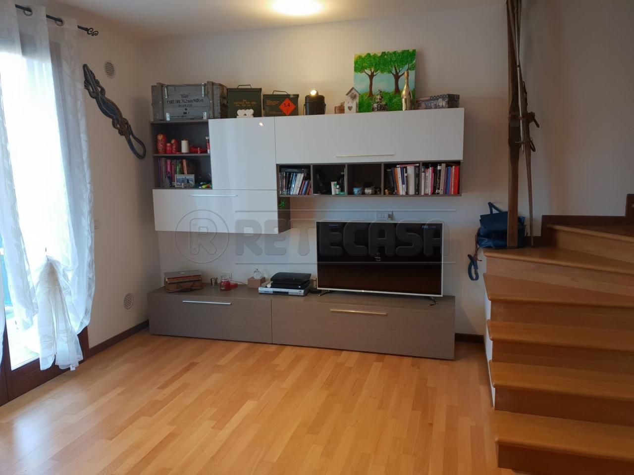 Villetta a schiera in buone condizioni in vendita Rif. 9706625