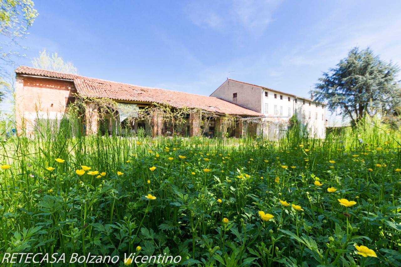 Rustico / Casale in vendita a Bolzano Vicentino, 20 locali, prezzo € 385.000 | CambioCasa.it